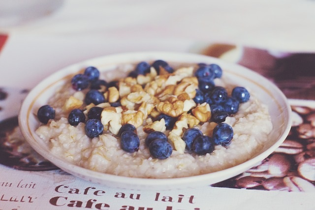 Healthy Breakfast Ideas from Healthy Diet Habits. Pictured: Oatmeal with blueberries and walnuts.