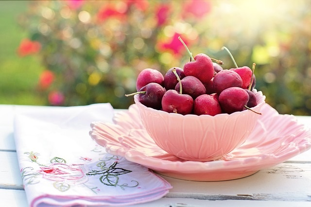 Weight Loss Problems - Info/Tips from Healthy Diet Habits.  Pictured: Bowl of Cherries