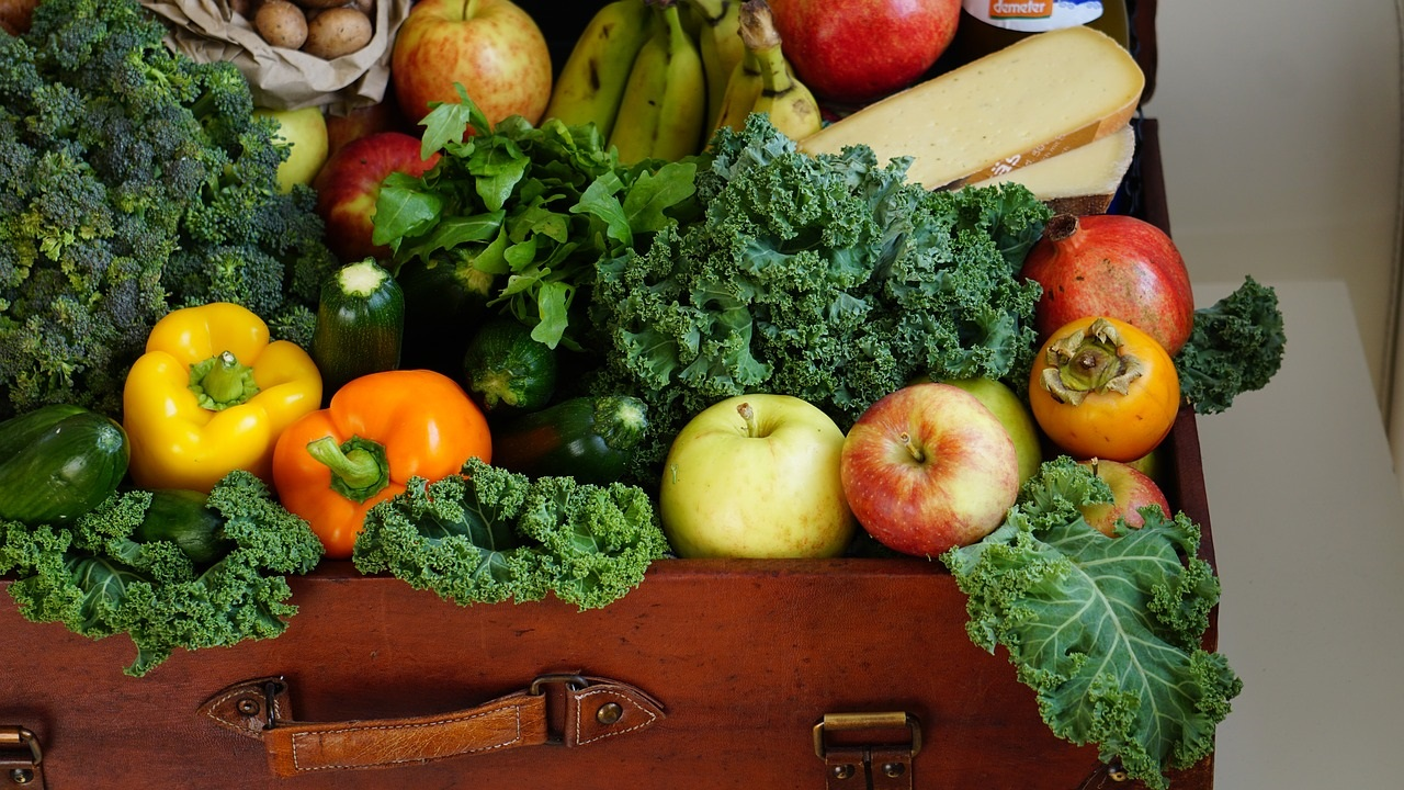 Clean Eating, what does it really mean? It's a simple term that is being used to describe making healthy eating lifestyle changes and it's not a new diet. Find how to adopt this lifestyle!