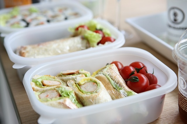 Developing healthy brown bag lunch choices is a lifestyle solution that will help you keep your weight under control, rather than eating unhealthy fast food every day!!